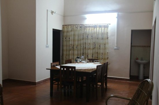 Mundax Homestay Yoga Retreat :                   dining