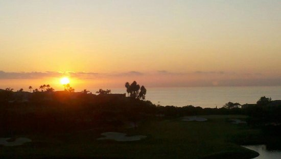 เซนท์รีจีส,โมนาร์ชบีช:                   Sunset in Laguna Beach... view from my suite