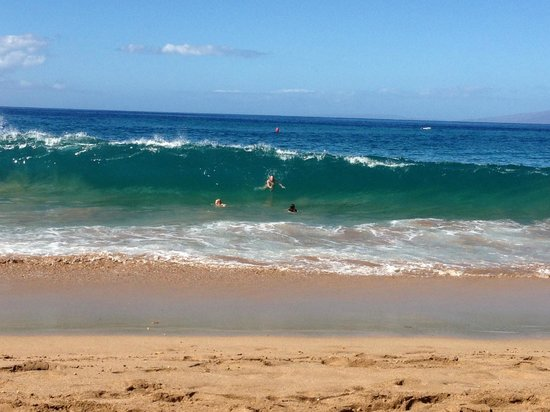 Aston at The Whaler on Kaanapali Beach: Nice waves