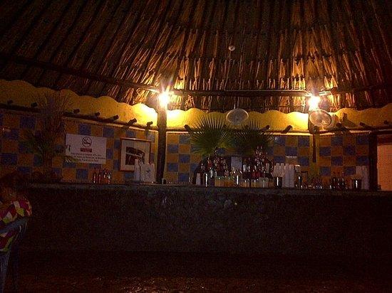 Hesperia Playa El Agua:                   bar que esta abierto hasta la 1 am ponen musica pachangosa mucha gente mayor