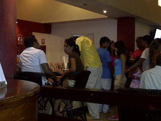 Hesperia Playa El Agua:                   bar hasta las 11 pm