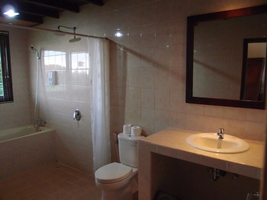 Sri Bungalows: Clean bathrooms.