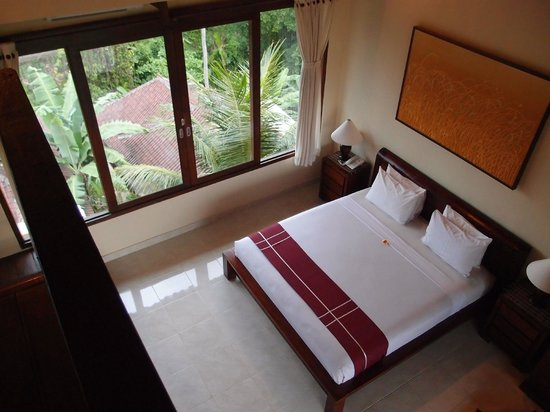 Sri Bungalows: Double bed at the first floor.