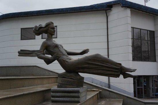 """Krasnoyarsk, روسيا: Фонтан """"Реки Красноярского Края"""" - Ангара"""