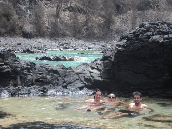 Baia dos Porcos :                   poll between rocks great spot