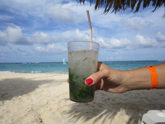Iberostar Bavaro Suites: Mojito en la playa