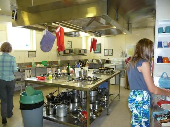 YHA Wellington :                                     Share kitchen