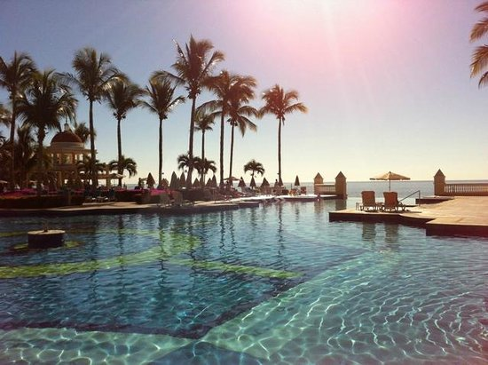 Hotel Riu Palace Cabo San Lucas:                                     Beautiful Pool