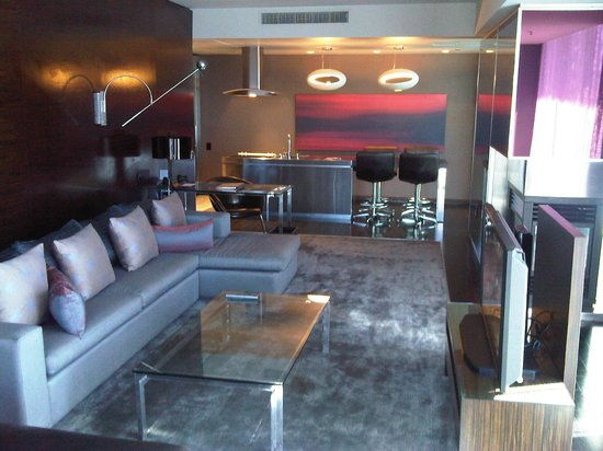 The Palms Casino Hotel: Living room