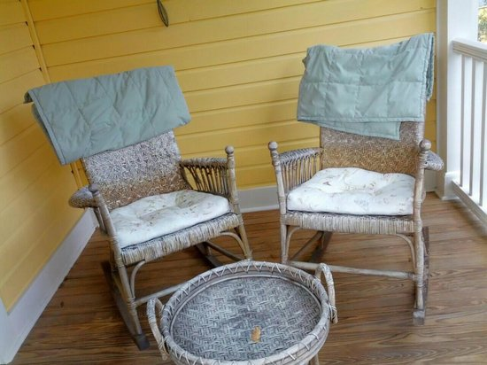 The Laurel Oak Inn:                   Private porch- The Lilac Room