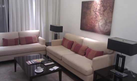 Fraser Suites Dubai: Lounge