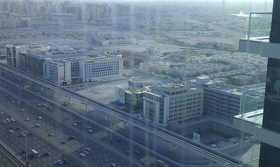 Fraser Suites Dubai: Sheikh Zaid Rd View