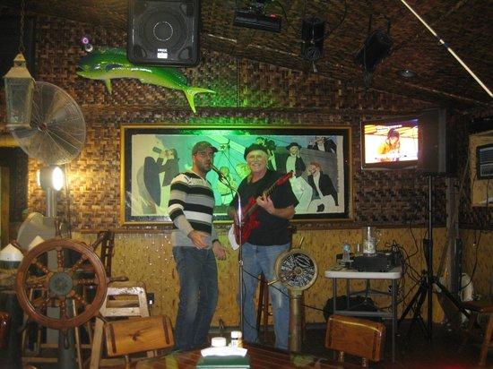 Yucatan Beach Stand Bar : Live music