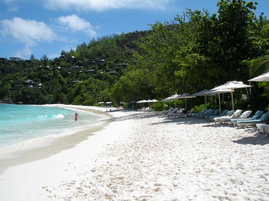 Four Seasons Resort Seychelles: Private beach...beautiful white sand!