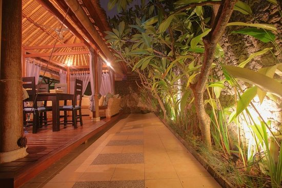 Villa Aroha Seminyak:                                                       Pathway from entrance to villa to living a