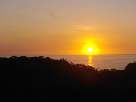 Rayos Del Sol:                   Atardecer desde el hotel ;)