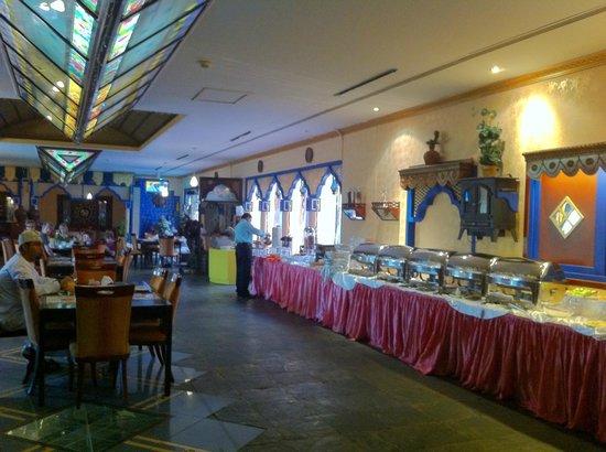 Ramee Guestline Hotel Qurum - Oman: Breakfast area