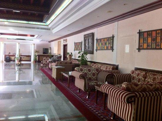 Ramee Guestline Hotel Qurum - Oman: Hotel lobby