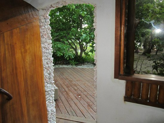 Tikehau Ninamu Resort: Back porch door