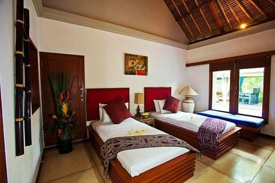 Villa Aroha Seminyak:                                                       2nd bedroom with twin beds and ensuite bat
