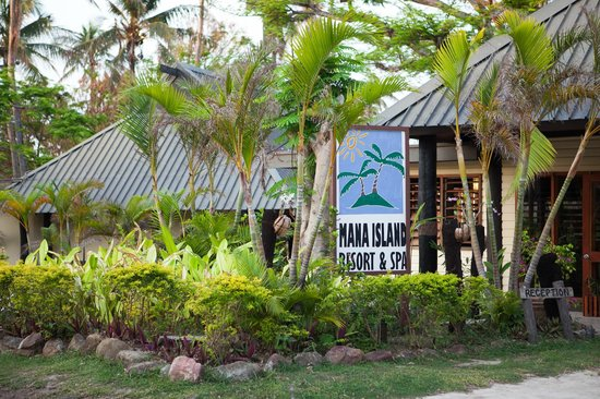 Mana Island Resort:                   reception