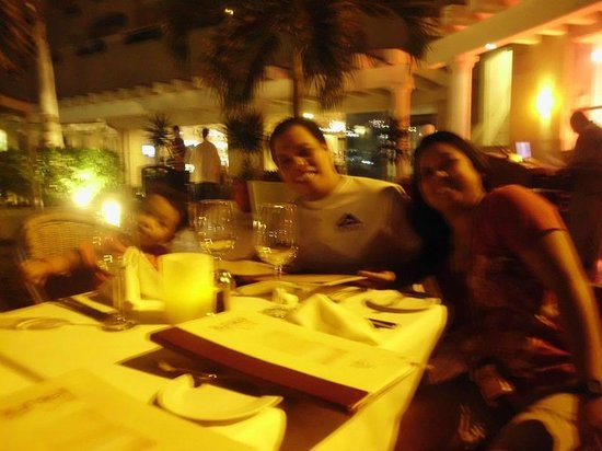 Panama Jack Resorts - Gran Caribe Cancun:                   Dinner al fresco, my sis and her fam