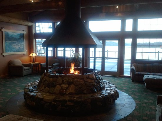 North Bend, Oregón:                   Mill Casino Hotel Lobby , Now Non Smoking