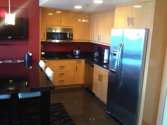 Elara by Hilton Grand Vacations:                   Kitchen...comes with a stove!!!