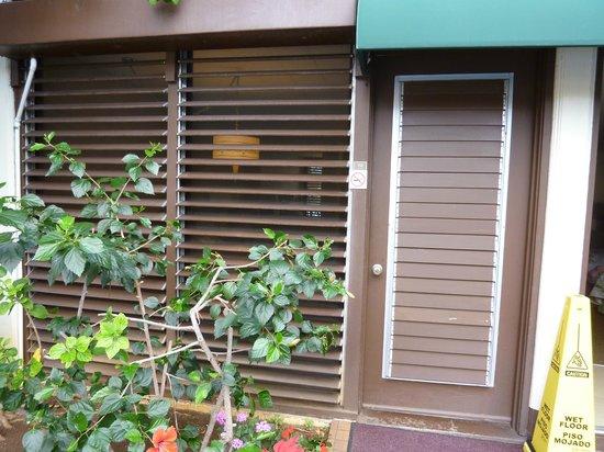 Breakers Hotel:                   ガーデンスイート1階・入り口