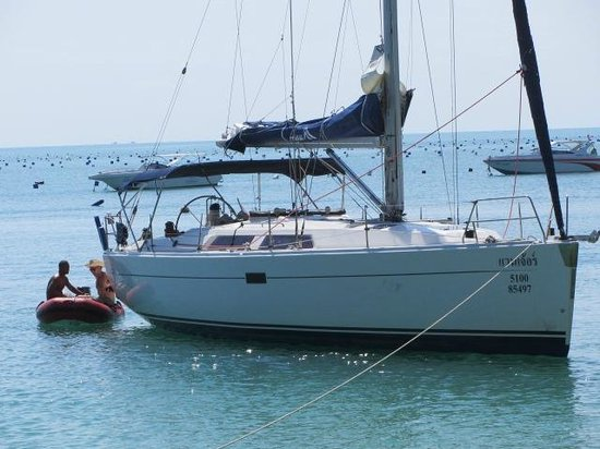 Sail In Asia: Venture 40ft Sailing Yacht