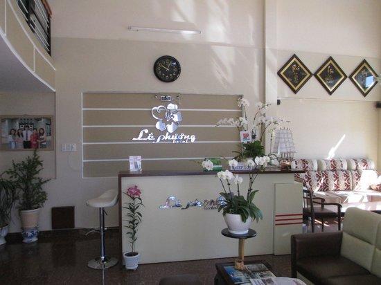 Le Phuong Hotel:                   Front Lobby