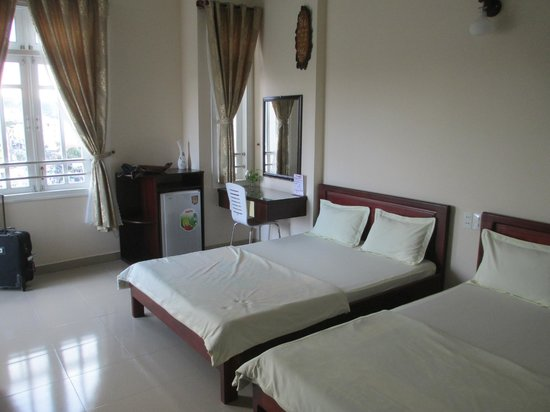 Le Phuong Hotel:                   Our room