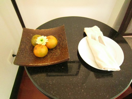 Tara Angkor Hotel: welcome fruit