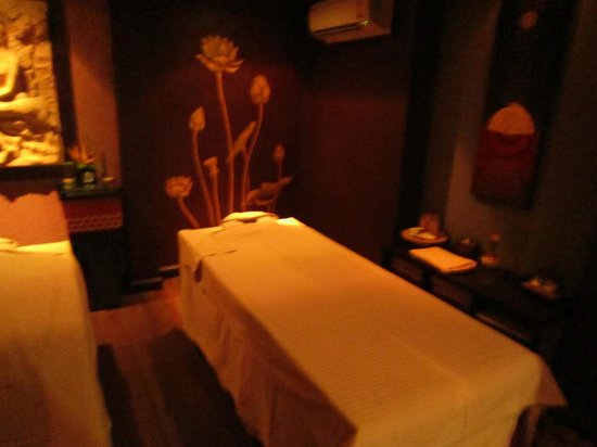 Tara Angkor Hotel: Couples spa room