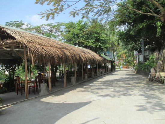 Coi Nguon Phu Quoc Hotel:                   outside dining and bar