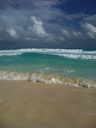 Mia Cancun:                   the beach