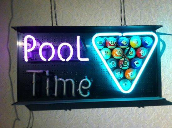 Poollokaal De Gracht:                   It's pool time!