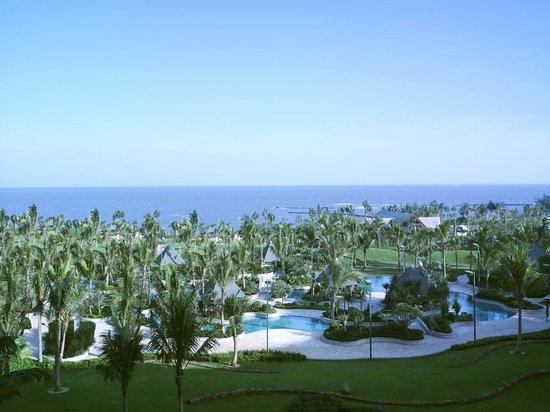 Shangri-La Hotel Haikou: Garden and Ocean View