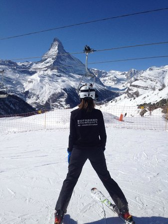 European Snowsport Zermatt Ski School: Teaching under the Matterhorn in Russian