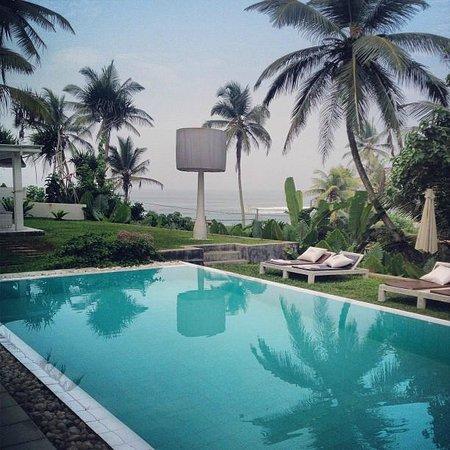 W15 Escape:                   beautiful pool