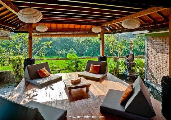 Villa Surya Abadi: Lounge Joglo