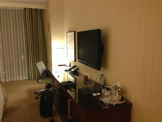 InterContinental San Francisco: TV and work area