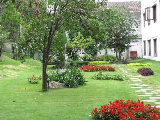 Hotel Himalaya:                   Garden                 
