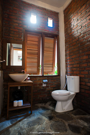 Villa Surya Abadi: Bathroom