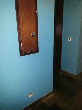 Pullman Bali Legian Nirwana :                   Holes in walls throughout hotel..5 star? yeah right!