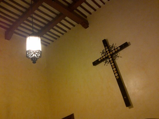 La Mision de Fray Diego :                   High roof and a cross to boot - our room!
