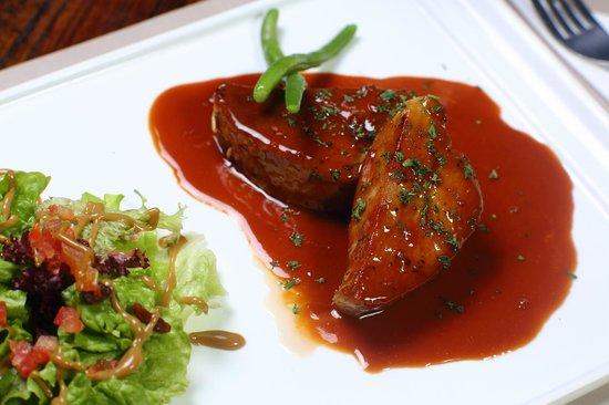 Mi-cuit de thon rouge avec sa sauce wasabi et yaghourt - Picture of ...