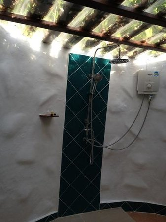Vongdeuan Resort:                   Shower