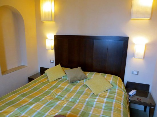 Hotel Perseo:                   very comfortable bed!