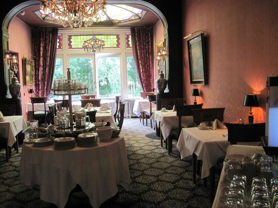 King's Villa Hotel:                   Breakfast
